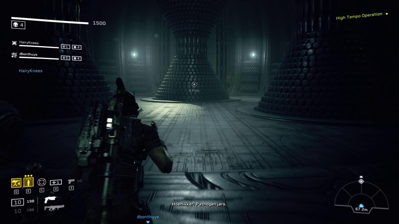 Aliens: Fireteam Elite apresenta muitos cortes profundos de filmes e romances da franquia Alien, incluindo referências aos eventos do filme Prometheus de 2012.